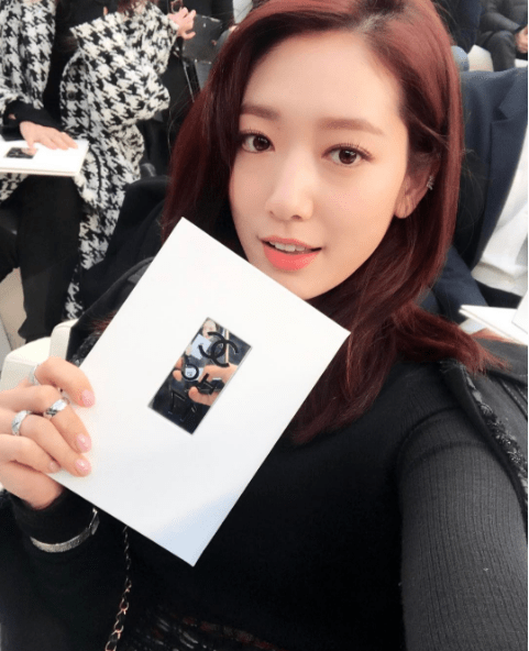 Chanel SS17: Park Shin Hye Shows Off Her Pass For Paris Fashion Week