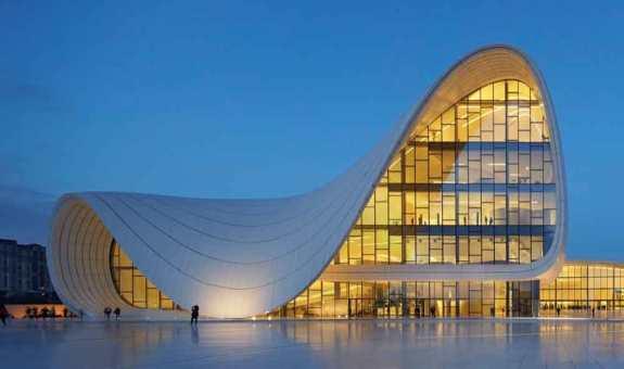 El edificio más imponente de Azerbaiyán tiene firma de mujer