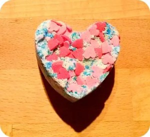 How to make your own Valentine's Day Bath Bombs | A DIY by The Makeup Dummy
