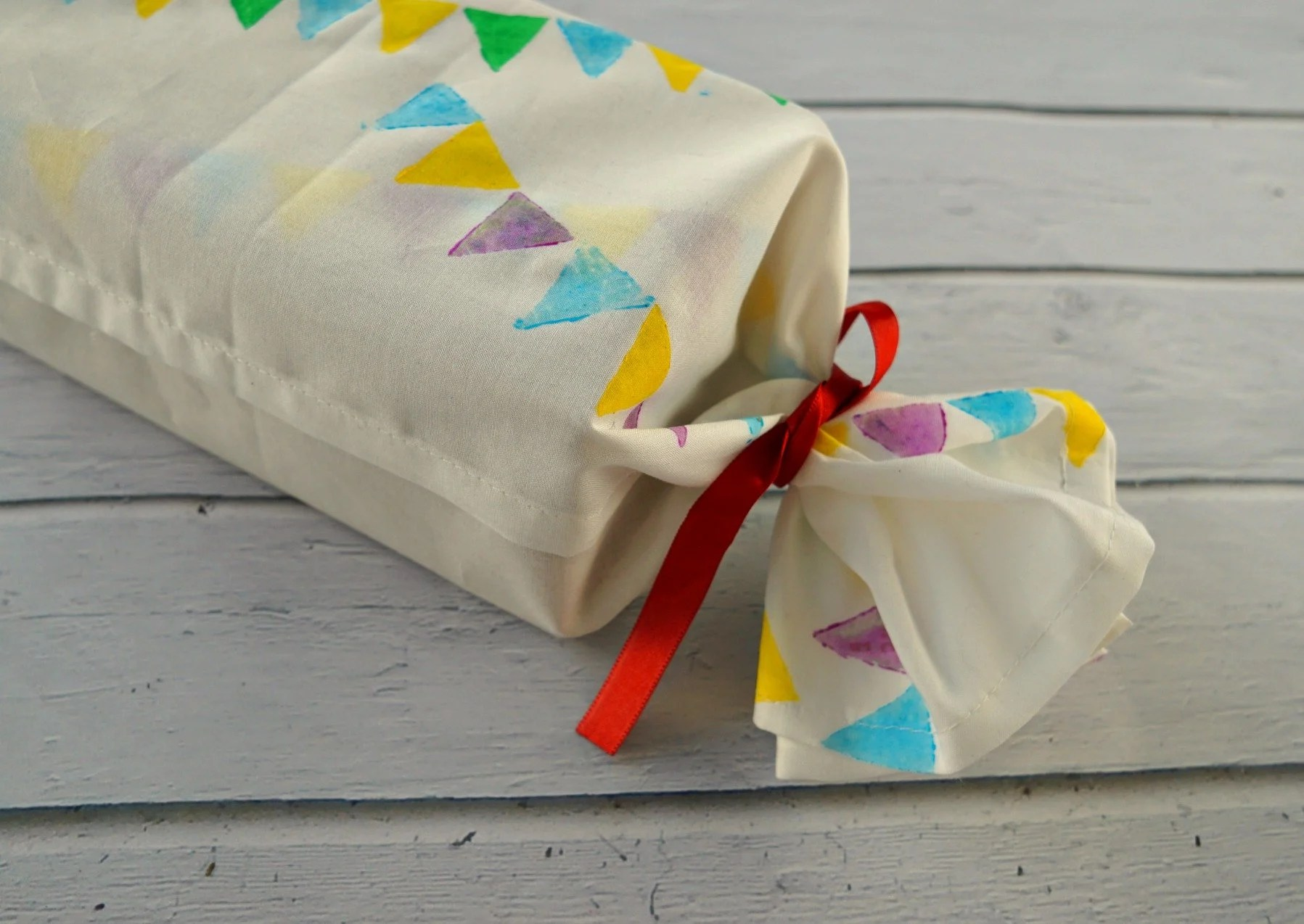 Fancy This Packaging Is So Or Holidays Easy Tutorial By Makeup Dummy Original How To Diy Fabric Gift Wrapping Stamps houzz-03 Creative Gift Packaging