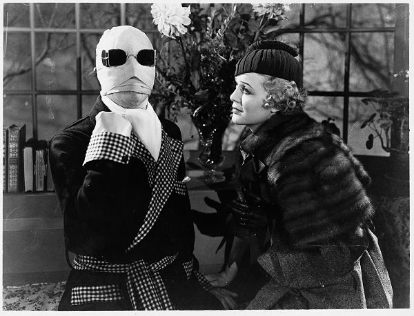 Claude Rains and Gloria Stuart in  The Invisible Man