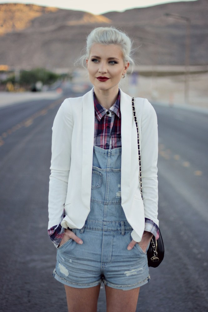 overalls-plaid-shirt-blazer-white-blazer-jacket-leopard-print-platinum-hair-las-vegas-fashion-blogger-lindsey-simon-3