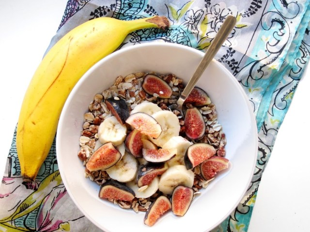 fig-and-banana-muesli-25281-2529