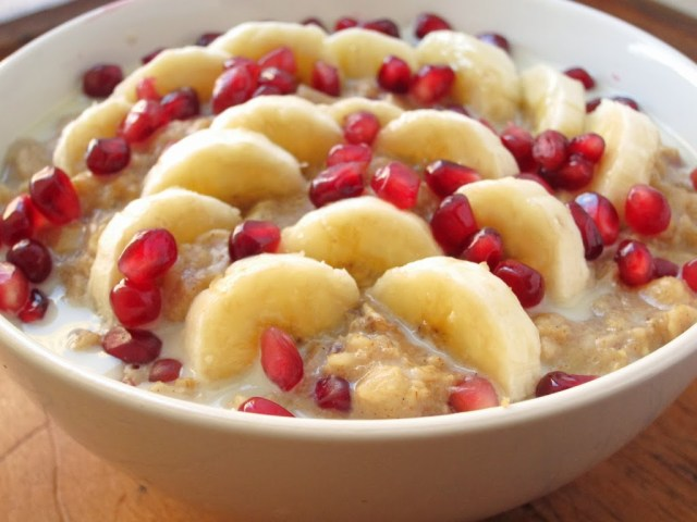 banana-pomegranate-oatmeal-3-