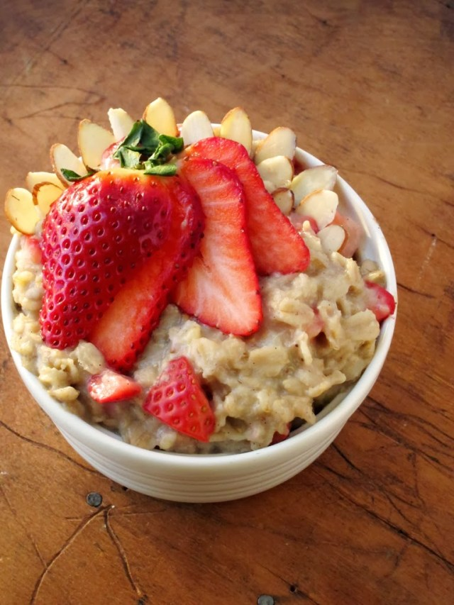 strawberry-almond-oatmeal-25281-2529