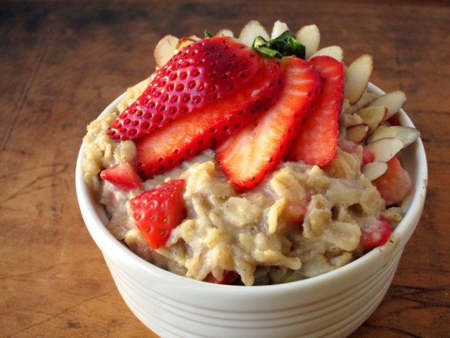 strawberry-almond-oatmeal-25284-2529