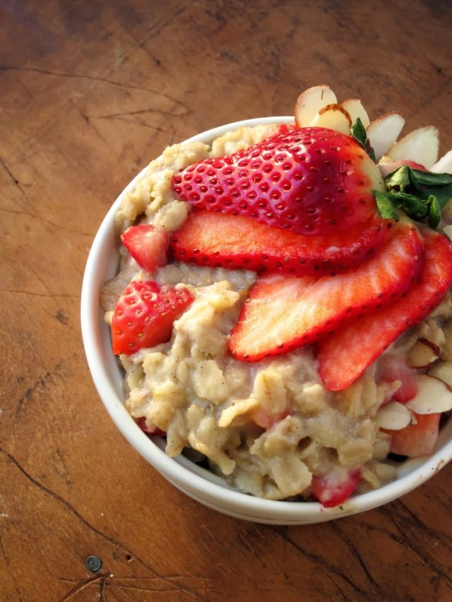 strawberry-almond-oatmeal-25285-2529