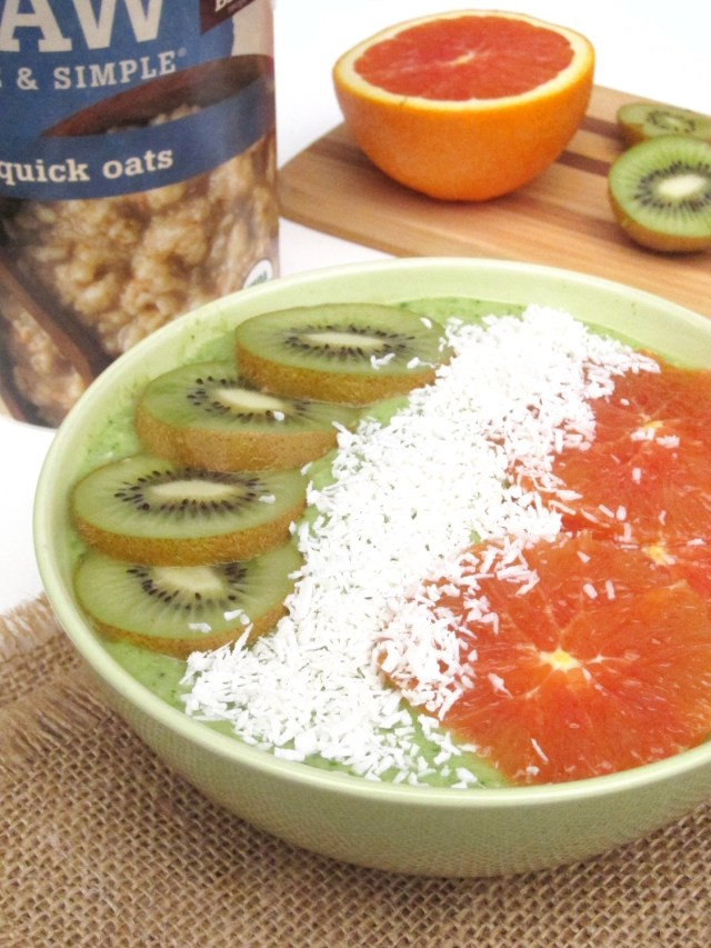 Irish Tricolor Oatmeal Smoothie Bowl by the #OatmealArtist #vegan