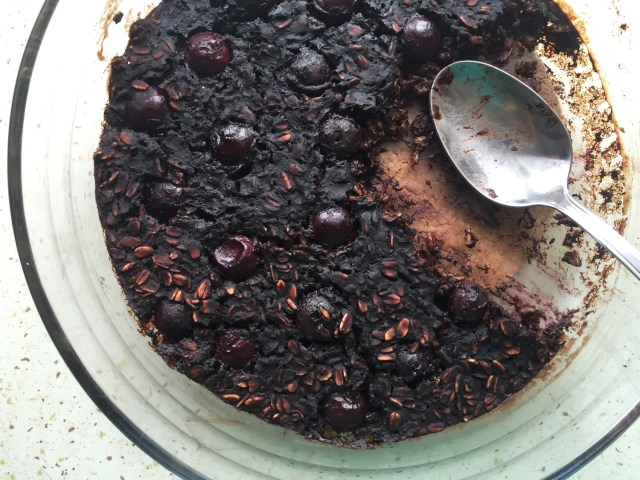 Cherry Chili Brownie Baked Oatmeal | A Guest Post by Katarzyna #vegan #oatmealartist