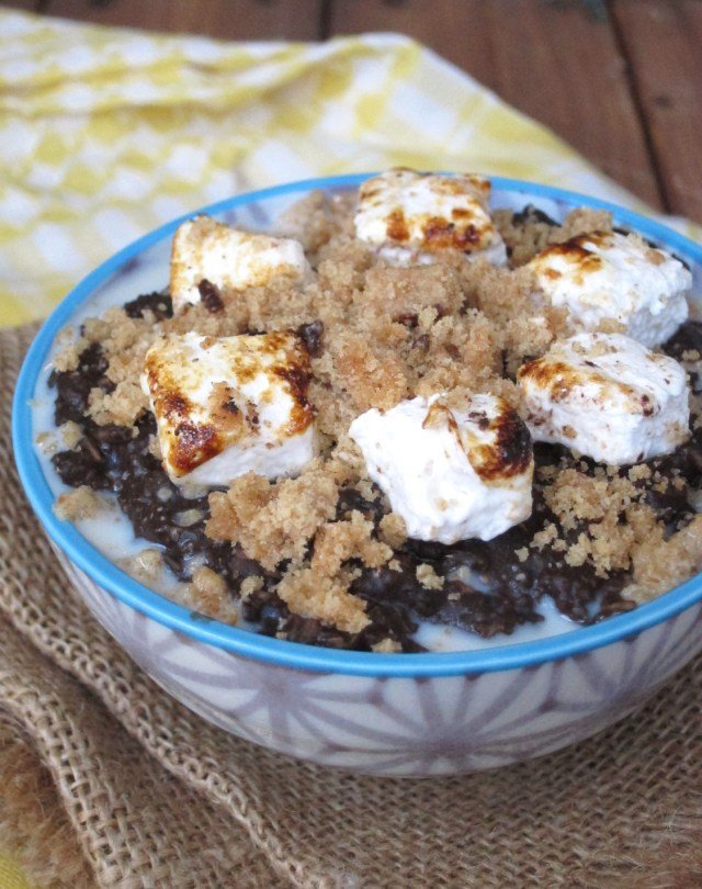 S'mores Oatmeal by the #OatmealArtist. And it's #vegan!