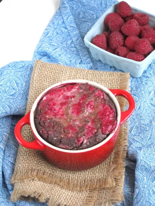 Raspberry Cheesecake Brownie Baked Oatmeal #Vegan #OatmealArtist