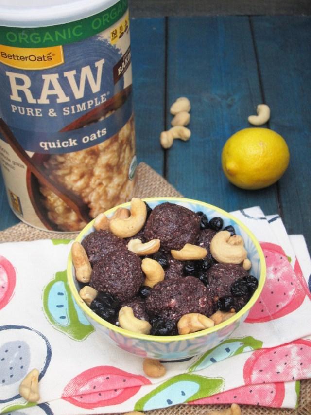 Blueberry Pie Oatmeal Bites by the #OatmealArtist #vegan