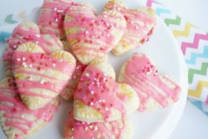 strawberry-pop-tart-valentines-day-dessert