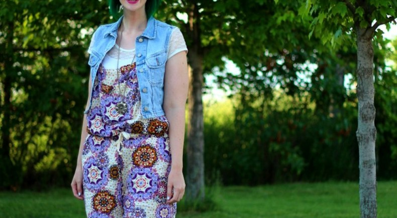 purple-paisley-romper-overalls-summer-outfit-06