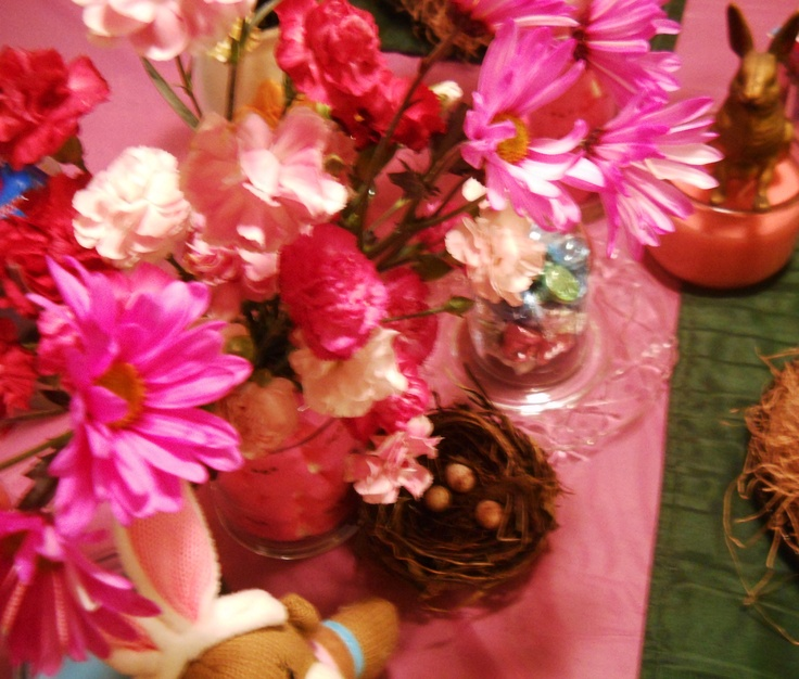 Easter table pink