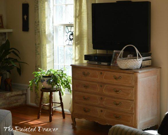 Vintage Inspired Family Room www.thepainteddrawer.com