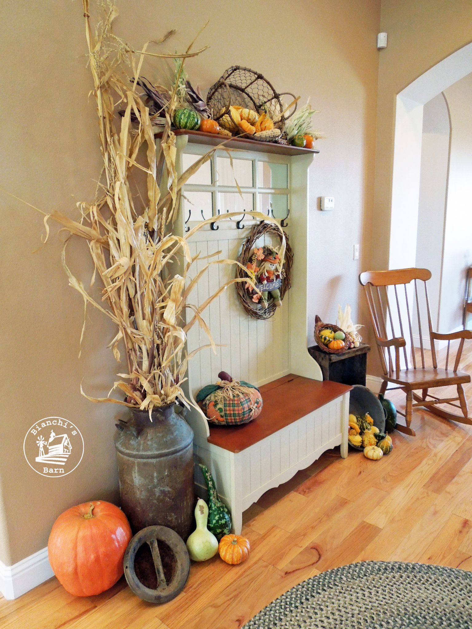 Fall entryway decorating ideas using natural materials for Decoration usine vintage