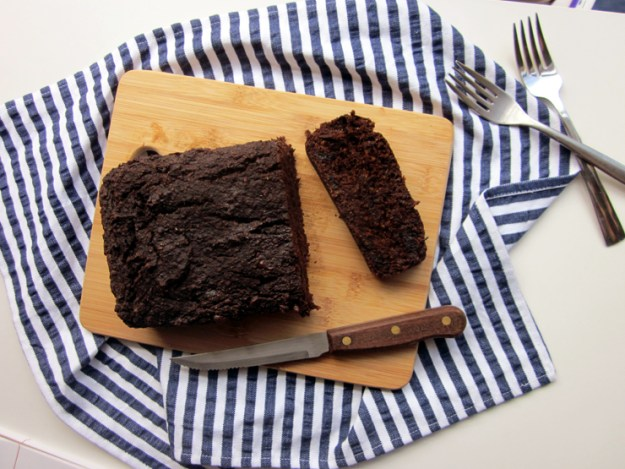 Healthy vegan chocolate date bread