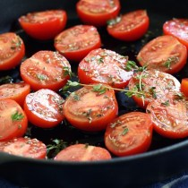 Sauted Tomatoes With Garlic And Thyme