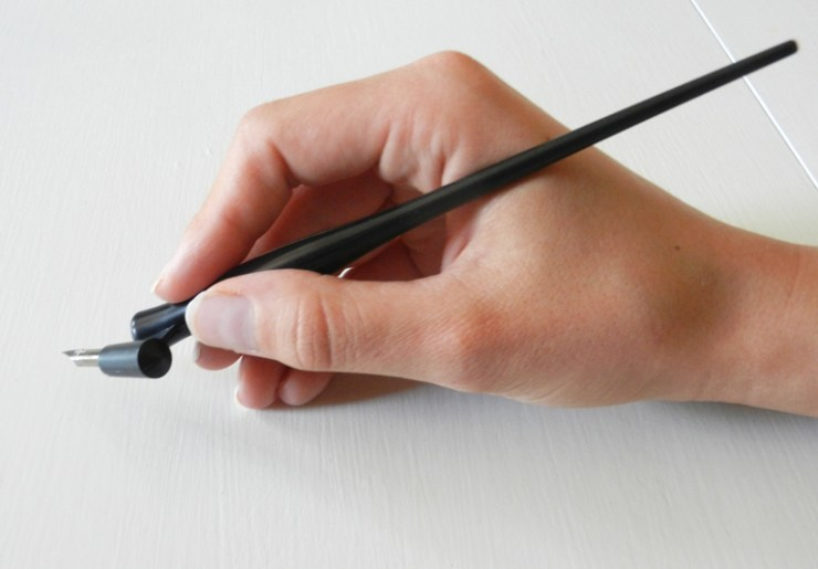 How to Hold an Oblique Calligraphy Pen | The Postman's Knock