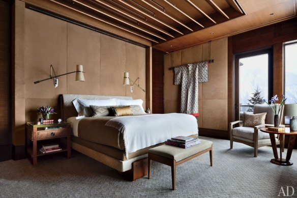 Master Bedroom with incredible walls by Studio Sofield Architects