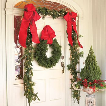 Christmas door via Southern Living