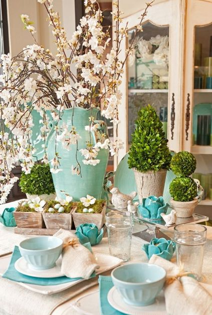 Boxwood and light blues for Spring