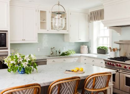 Fresh kitchen by Sara Gilbane Interiors