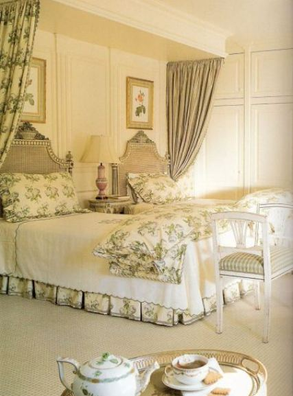 Guest-room-by-Toni-Gallagher-via-Traditional-Home