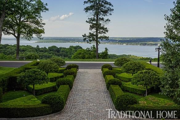 Douglas Hoerr designed garden via Traditional Home 2