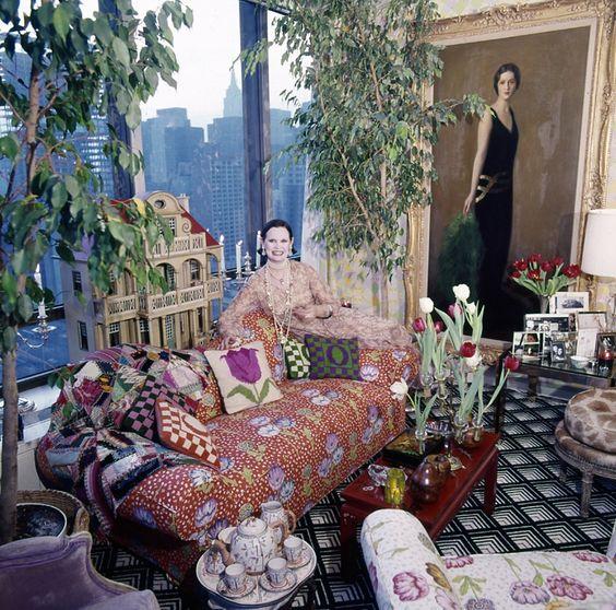 Glorida Vanderbily pirched in manhattan via Vogue