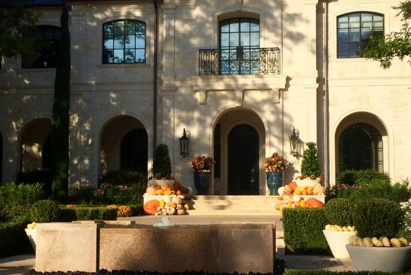 halloween-decoration-in-dallas-photo-by-the-potted-boxwood-4