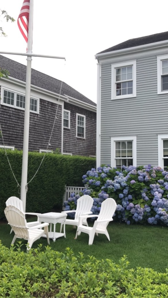 Nantucket home photo by christina dandar for The Potted Boxwood 13