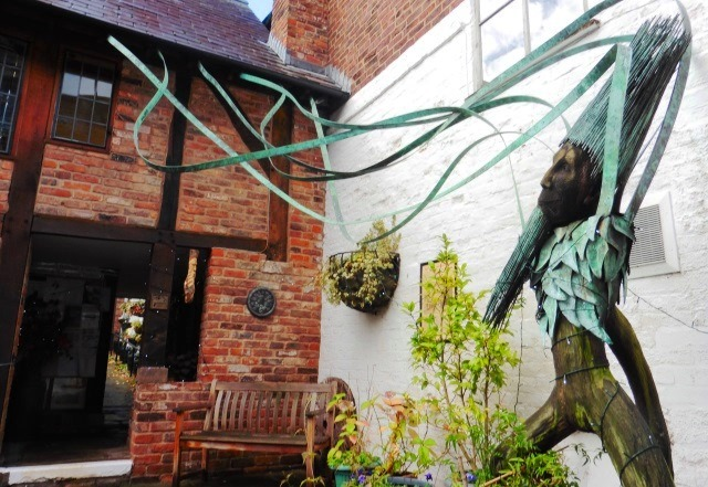 Knutsford Heritage Centre and Green Man sculpture - zoedawes