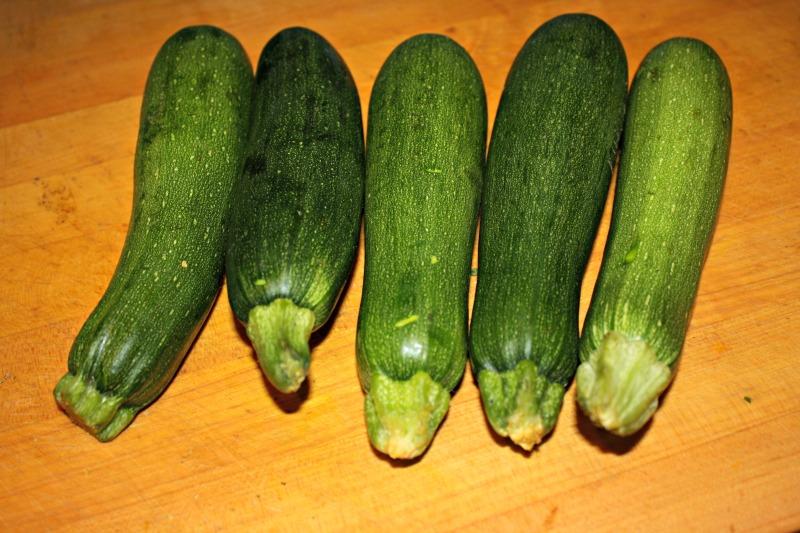 800 raw zucchinis