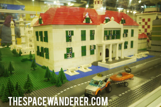 004-lego-building