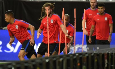 Midfielder Kyle Beckerman (2nd L) trains with other members of the US team on the eve of their COPA America 2016 3rd place final soccer match against Colombia at the University of Phoenix Stadium in Phoenix, Arizona on June 24, 2016. / AFP / Mark Ralston (Photo credit should read MARK RALSTON/AFP/Getty Images)