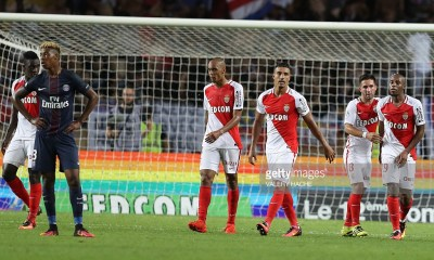 Monaco's French defender Djibril Sidibe R) celebrates with teammates after scoring a goal during the French Ligue 1 football match Monaco (ASM) versus Paris-Saint-Germain (PSG) on August 28, 2016 at the Louis II Stadium in Monaco. / AFP / VALERY HACHE (Photo credit should read VALERY HACHE/AFP/Getty Images)