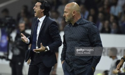 Paris Saint-Germain's Spanish head coach Unai Emery (L) and Toulouse's French head coach Pascal Dupraz react during the French L1 football match Toulouse (TFC) vs Paris Saint-Germain (PSG) on September 23, 2016 at the Municipal stadium in Toulouse. / AFP / PASCAL PAVANI (Photo credit should read PASCAL PAVANI/AFP/Getty Images)