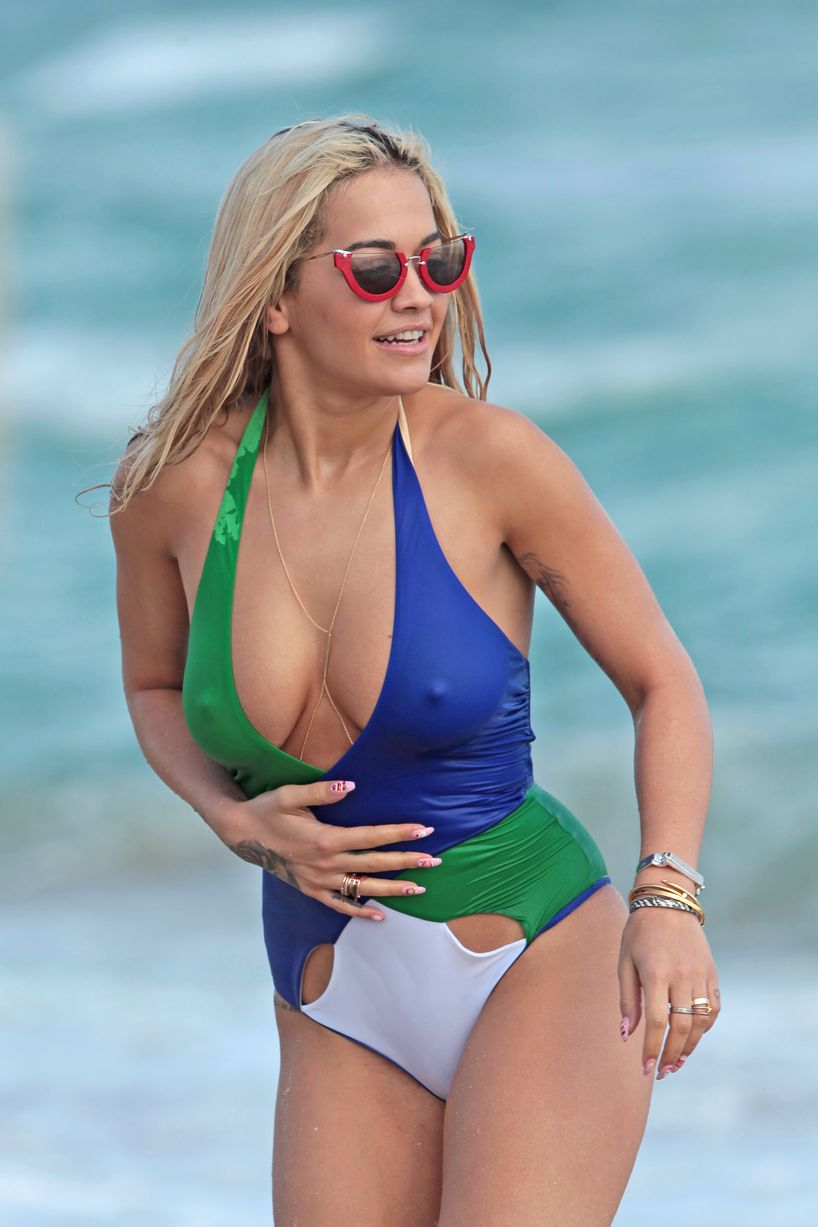 Rita-Ora-and-Nick-Grimshaw-Daisy-Lowe-show-off-their-bikini-bodies-on-the-beach-in-Miami