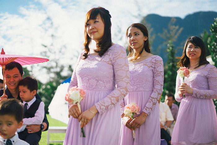 Purple bridesmaids. Photo by Fabulous Moments. www.theweddingnotebook.com