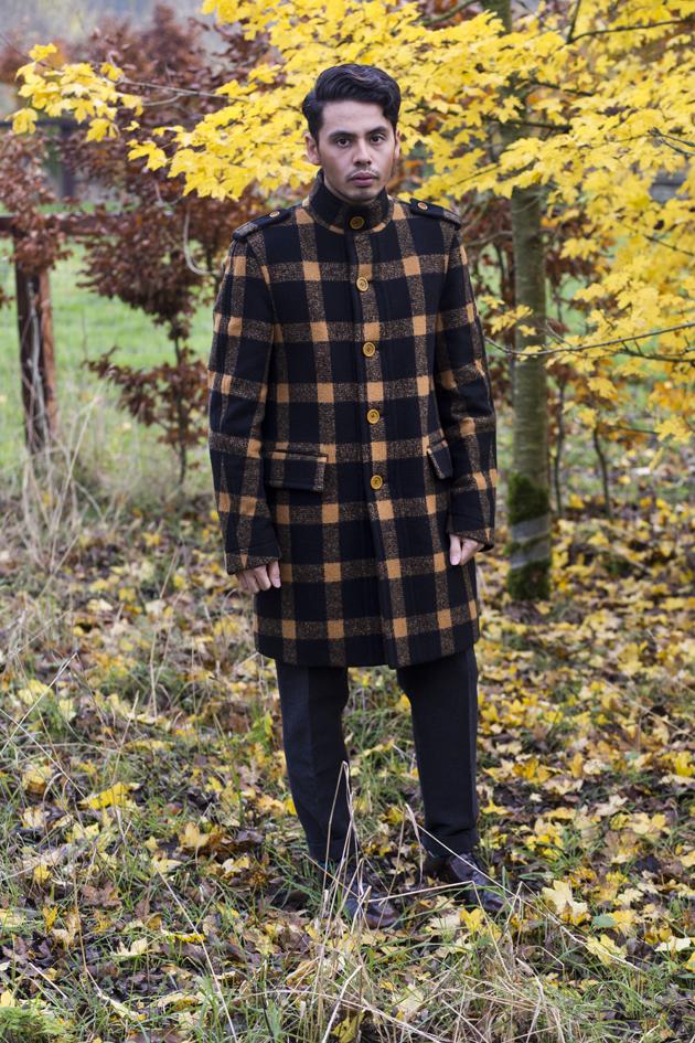 burberry-prorsum-fall-winter-2011-ronan-summers-look-06