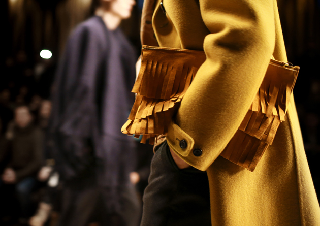 Burberry-Prorsum-Menswear-Autumn_Winter-2015-show-close-up-yellow-fringe-clutch