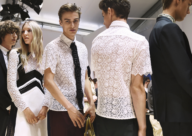 burberry-prorsum-spring-summer-2016-mens-backstage-laces-04