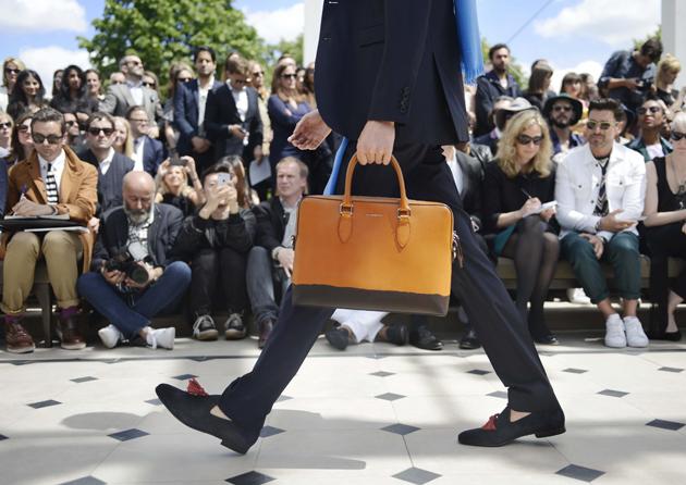 burberry-prorsum-spring-summer-2016-mens-backstage-the-barrow-briefcase-patent-10