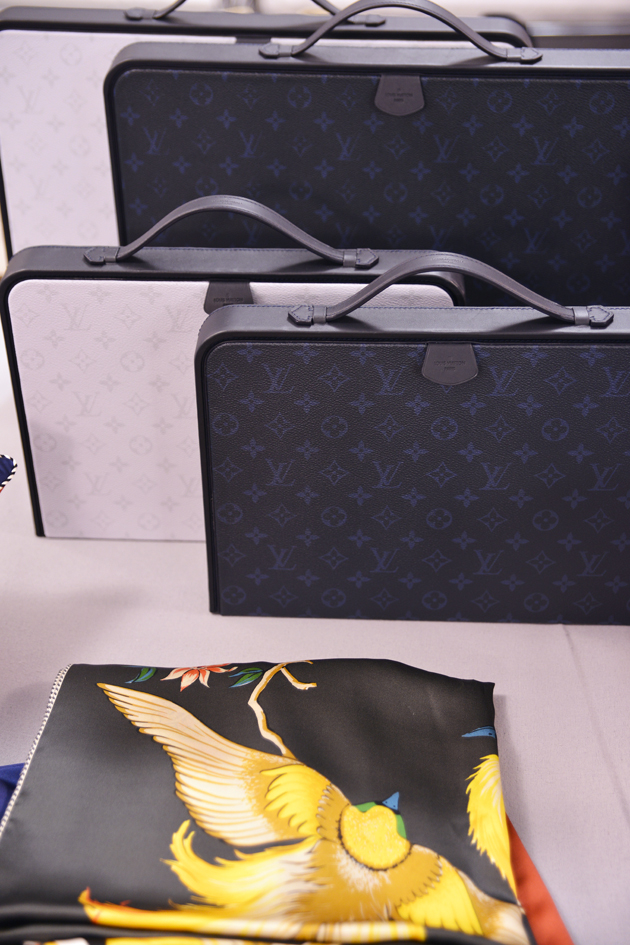louis-vuitton-spring-summer-2016-mens-pfw-backstage-10-bags