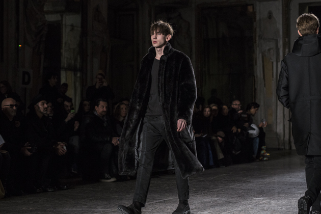 christian-pellizzari-autumn-winter-2016-mfw-velvet-coat