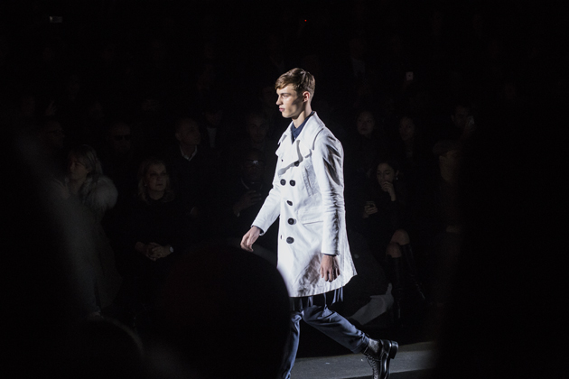 dsquared2-autumn-winter-2016-japanese-white-trench-03
