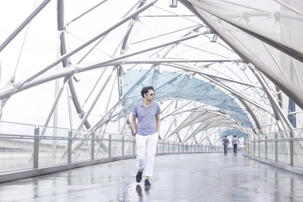 London based Menswear blogger is visiting Singapore, and he wears a Orlebar Brown ready to wear SS16 collection, loose-cut trousers and a t-shirt