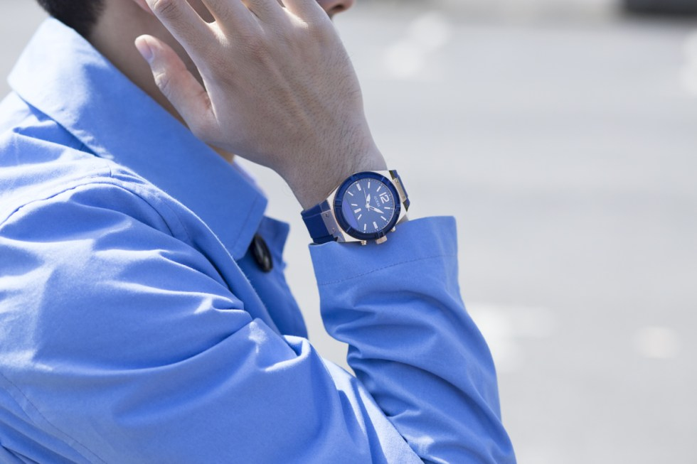 Lifestyle blogger Ronan Summers is wearing and trying the new Guess connect watch features